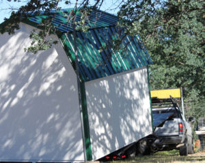 shed-coming-off-trailer